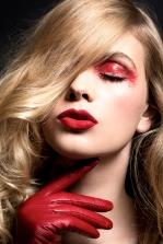 REVISTA MUJER ESPECIAL BEAUTY RED FOTOGRAFIA: JOSE MORAGA PRODUCCION: ITA IPAVISSICH MAQUILLAJE Y PELO: MARCELO BHANU PARA M.A.C. MODELO: DANY -WLM-